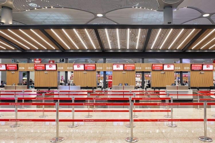 Der Check-In Bereich von Turkish Airlines am Flughafen