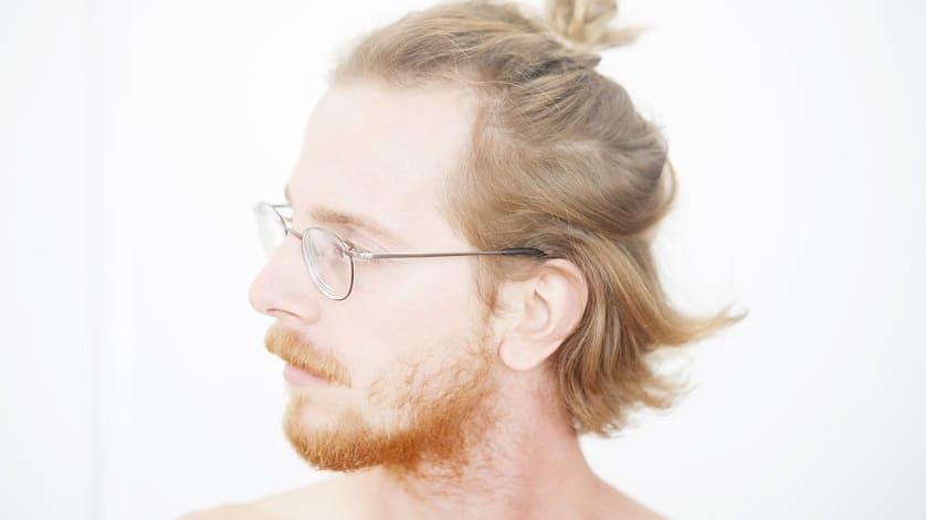 Manbun: peinado para hombres con entradas