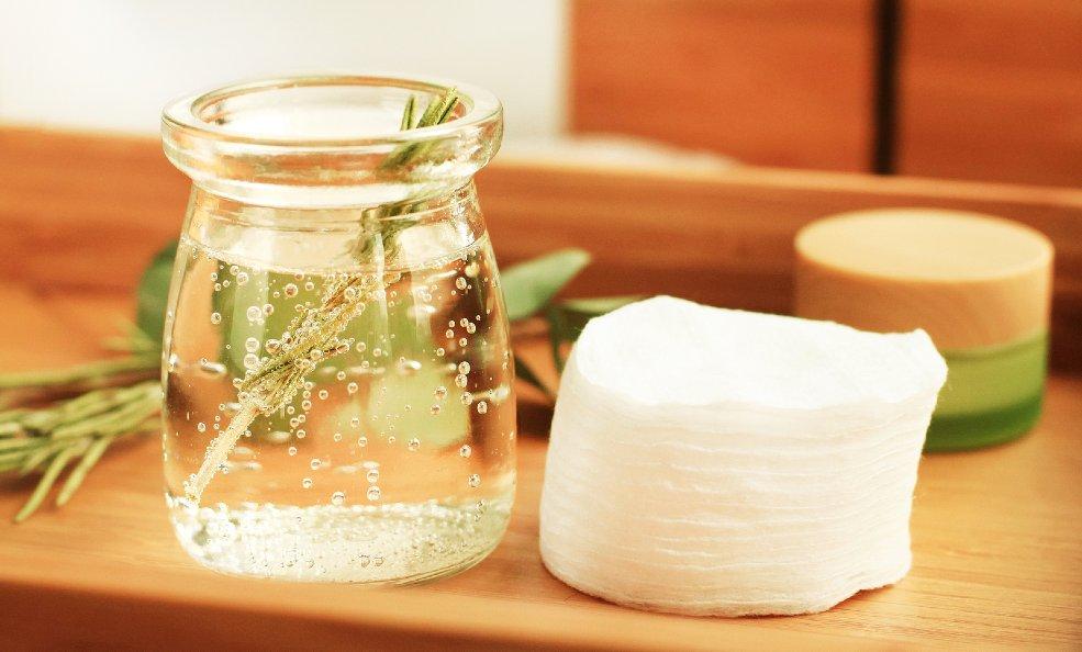 ¿Cómo se usa? Aceite y agua de romero para el pelo