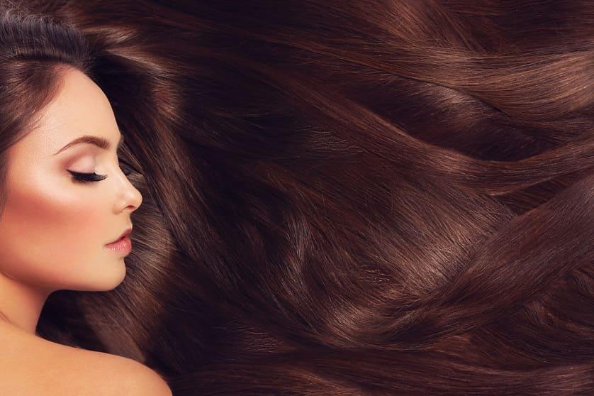 Donna capelli folti
