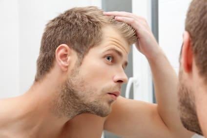 Haare statt Glatze - Geheimratsecken