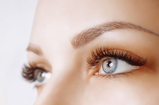 Nahaufnahme von den Augen einer Frau