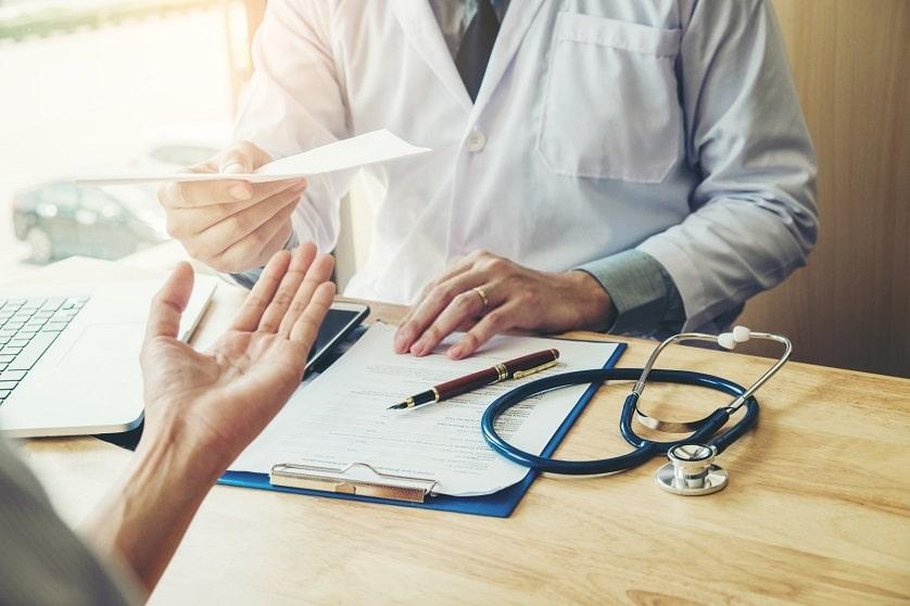Ein Gespräch zwischen Patienten und Arzt