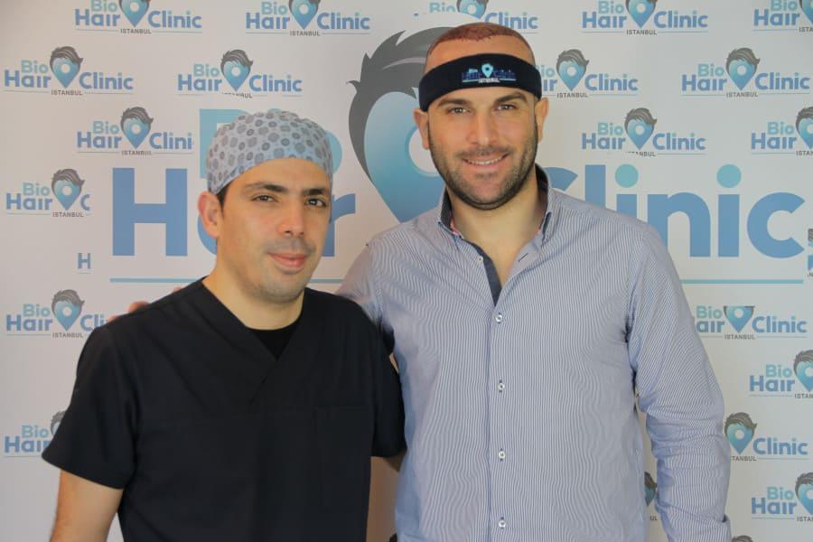 Dr. Ibrahim und Patient nach Haartransplantation ohne Haarwuchsmittel und Erektionsprobleme