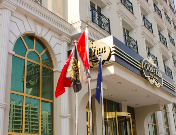 Eingang von Luxushotel Reis Inn in Istanbul